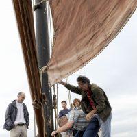 hijs-de-zeilen-op-een-zeilboot